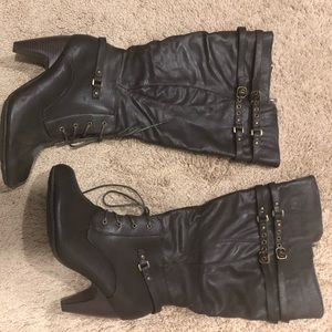 Adorable brown heeled boots!